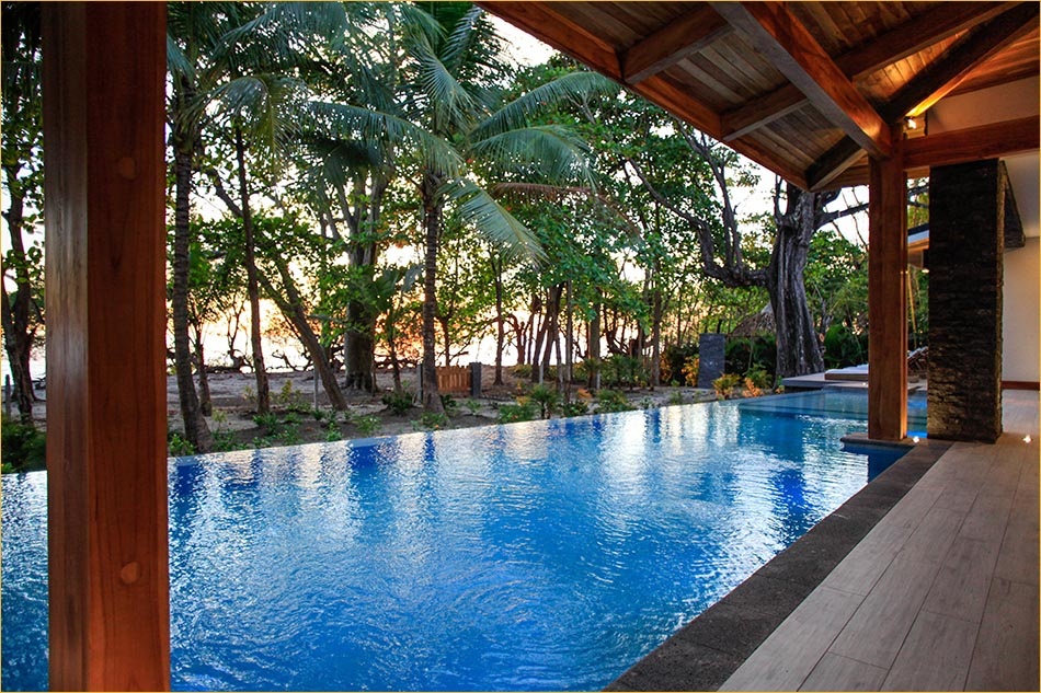 Costa Rica luxury villa with pool.
