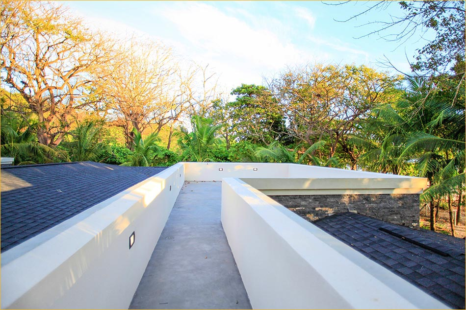 Very private rooftop sundeck overlooking the pool, gardens and Pacific Ocean!